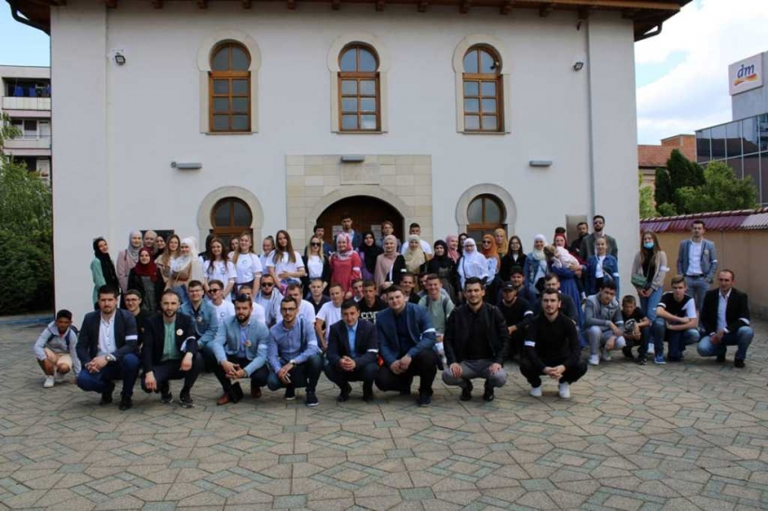 Članovi Mreže mladih Muftijstva bihaćkog obilježili Dan bijelih traka u Prijedoru